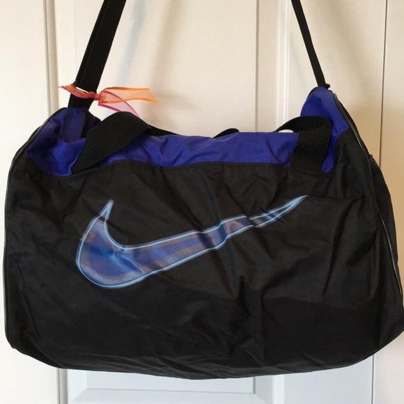 Nike duffle bag. M 5bfd77b4f63eeac6303df56d b36a9b488b3b7